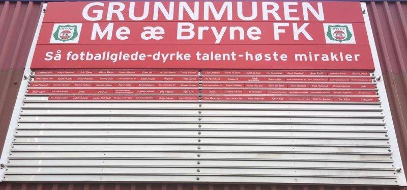 Grunnmuren utenfor Bryne Stadion.
